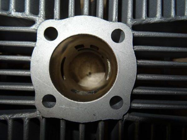 Kreidler cilinder 60 cc met booster poorten smalle tap