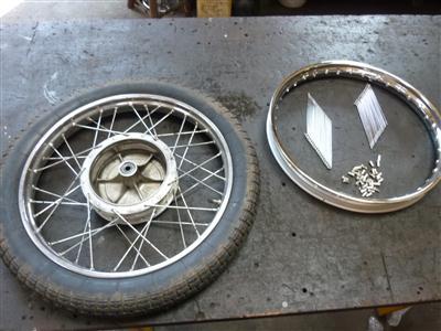 Oud Kreidler 17 inch wiel met nieuwe velg en spaken