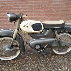 Kreidler Super 5 TS van bouwjaar 1966 staat lang stil